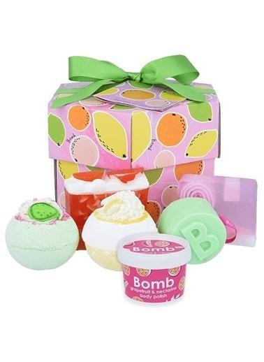 Bomb Cosmetics Fruit Basket Hediye Paketi Renkli